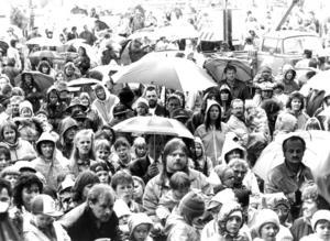 När den stora kommunfesten hölls i juli 1991 vräkte regnet ner. Trots det kom över 4000 personer till Galhammarudden för att fira att Berg blivit