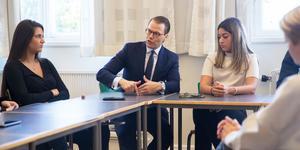 """""""Vi delade ut flyers för att göra reklam för vårt gym"""". Prins Daniel, som drivit företag inom träning, gav eleverna på Täljegymnasiet sina bästa tips."""