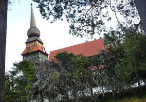 Granhäcken vid Västanede kyrka har sett både bättre ut och bättre dagar.Foto: Ingvar Ericsson