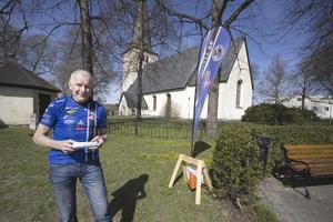 """""""Det är en bra motionsaktivitet, med en till dimension. Det är något mer än att bara flåsa"""", säger Johan Källman, ordförande i Norbergs orienteringsklubb. Starten på stadsorienteringen är vid torget i Norberg."""