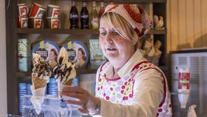 Katarina jobbade själv i glasskiosken för att se hur de kan jobba vidare och förbättra den framöver.