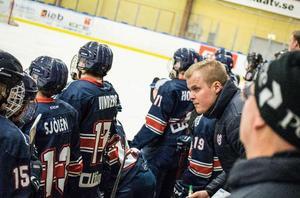 Emil Svelander är inte bara Modos nye J18-tränare. Han är även mottagare av ett stipendium ur Rickard Fagerlunds minnesfond. Bild: Anton Sundström.