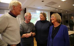 Lars Nises, Lars Ambrosiusson, Anne-Maria Herrlin och Margit Kallner diskuterar framtiden för deras byvägar.