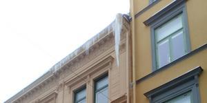 Nu bildas det farliga istappar längs med takkanter och stuprör.FOTO: Privat