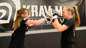 Träningarna ger både fysisk styrka och användbara kunskaper inom självförsvar.