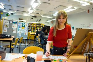 Målning och musik är två saker som årets demokratipristagare i Härjedalen tycker om att göra på sin fritid.