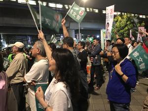 Det liberala partiet DPP i Taiwan har egen majoritet i parlamentet. Så det är tiotusentals människor som samlas när partiet håller kampanjmöte inför helgens lokalval och folkomröstningar.