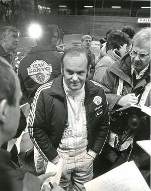 Stig omsvärmad av journalister i samband med Svenska rallyt 1982. Stig körde hem segern och totalt vann han VM-rallyt i Värmlandsskogarna hela sju gånger. Arkivbild: Stig Nyström