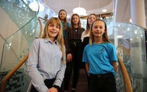 Frida Martinsson, Sanna Beronius, Ida Haapanen, Wilma Nyberg och Wilma Grubb berättade om den nya skolan och om att få ta emot prinsessan.
