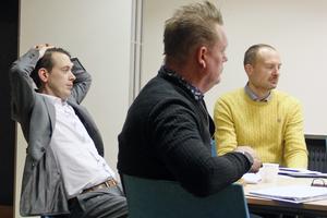 Jesper Brandberg (L), Staffan Jansson (S) och Hans Näslund, direktör för teknik- och fastighetsförvaltningen fick många frågor under allmänhetens frågestund.