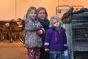 Marie Lundin med barnen Saphira och Ophelia Lundin, Norrtälje: