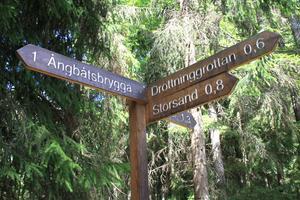 På Nåttarö är det ordentligt skyltat, så det är lätt att hitta till de vanligaste  besöksmålen.