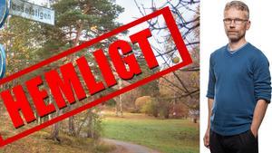 Ledaskribenten Tomas Karlsson på Länstidningen i Södertälje riktar kritik mot att Nynäshamns kommun i praktiken gör det omöjligt för medborgarna att få information om ärenden som det ska fattas politiska beslut om.