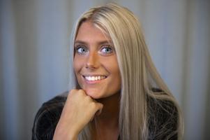 Emma Lindqvist fyller 18 år på valdagen, 9 september.