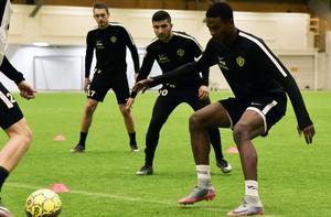 Gabriel Aphrem, här tillsammans med Daryl Smylie och Ahmed Gero under en övning där spelarna övade press och understöd.