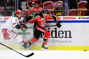 Robin Johansson skäret efter Luleås Patrick Cehlin.Foto: Simon Eliasson/Bildbyrån