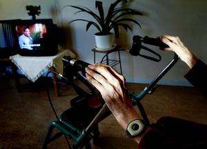 Äldre och kvinnor efter klimakteriet är särskilt drabbade av fallolyckor. Varannan kvinna och var fjärde man beräknas någon gång i livet drabbas av en benskörhetsfraktur .Foto: Jessica Gow