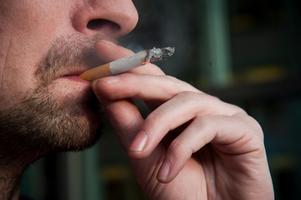 Mer än hälften av de intagna röker dagligen, enligt Kriminalvårdens egna beräkningar. Foto: Fredrik Varfjell/Scanpix
