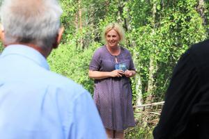 Helena Brusell hälsade besökarna välkomna under sommarens första föreställning.