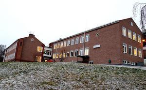 Vid skolvalet 2014 fick Sverigedemokraterna egen majoritet vid Fränstaskolan, och året därpå visade Lupp-rapporten att fyra av fem elever upplever att rasism förekommer på skolan.