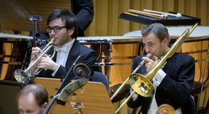 Trumpetaren Tom Poulson och trombonisten Mats Agnelid, två av Sinfoniettans musiker som framträdde i Västerås konserthus på torsdagen och i Västanfors kyrka på fredagenFoto: Lennart Hyse