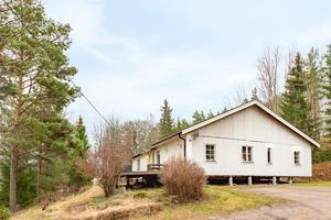 Huset i Karelen utanför Västerås toppar klicklistan på Hemnet. Foto: Svensk fastighetsförmedling.