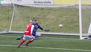 Slava Koidan sätter 1–0 bakom Steffen Kraus på en straffretur.