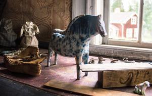 Förlagan till Fågelsjöhästen finns kvar, och andra gamla leksaker.