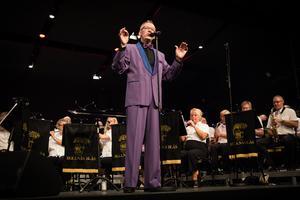 Per-Olof Ukkonen både sjöng och dirigerade i vissa av  låtarna.