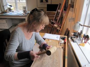 Lise Devrient är verksam som konstnär och författare. Foto: Privat
