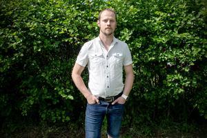 Joel Karlsson upplever att den högsta ledningen lägger locket på angående missförhållande inom hemvärnet.