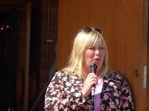 Diakon Susanne Kallin var sprudlande glad över att tisdagsträffarna blivit så populära och att samarbetet med PRO Kultur fungerat så väloljat. Det kommer mera till hösten lovade hon tillsammans med PG Forslund från PRO Kultur.