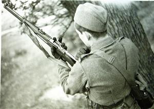 Vapenövningar var en ofta förekommande uppgift för de inkallade. Foto: AMF Bildarkiv, Krigsarkivet.