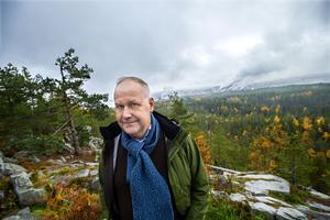 På sitt besök i Örnsköldsvik hann Jonas Sjöstedt med att hälsa på i Domsjö.