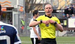 ÖSK ropade efter två straffar mot Norrköping men domare Patrik Eriksson friade båda gångerna. Foto: Conny Sillén/TT
