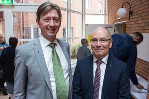 Kommunalråden Joakim Storck (C) och Mats Dahlberg (M) framstår som mer regeringsdugliga när oppositionen missar att lämna in egna budgetförslag till beredning.