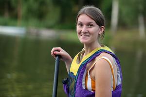 """LT:s reporter Olivia Eklund fick testa SUP. """"När jag började paddla kändes det tryggt."""""""