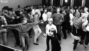 Fullt ös på Nyhedens skolas disco 1983.