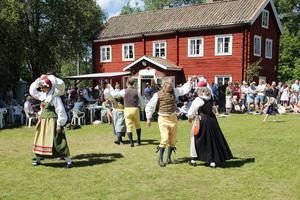 Möklinta Folkdansare visade upp bland annat snoa, hambo och schottis.