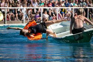 I samband med den årliga båt- och badvettsuppvisningen på Lugnet, fick kommunen också ta emot priset