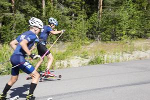 Fagersta Södra IK tränar start på rullskidor.