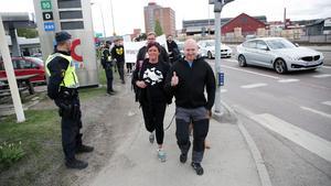 Företagare mot nazism på marsch mot centrala Ludvika.