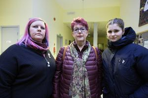 Fr v Zanna Hedlund, Maud Nordfeldt Holmqvist och Lovisa Hult, arbetar vid demensteam syd i Borlänge och är oroliga över vad följderna av den