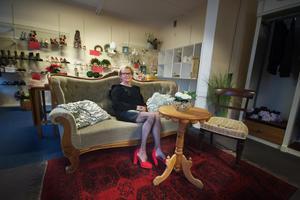 Vivan Lantz tvingas stänga Engelbrektsboden efter 40 år. Västanfors fastigheter ska göra stora renoveringar och vill inte ha hyresgäster i huset då.