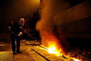 Polyaromatiska kolväten som är cancerogena misstänks ligga bakom fallen av lungcancer bland arbetarna på aluminiumsmältverket.