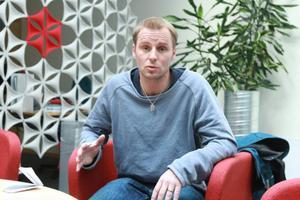 Marcus Olovsson tycker det är mycket jobbigt med den konkurrens som uppstått kring tioåriga spelare i Östersund.