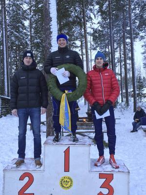 Axel Bergsten, Skövde, vann före Mattias Edvardsson, Årsunda, och Pontus Nordström, Östervåla. Precis som i fjol faktiskt.