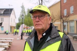Arne Söderberg höll i taktpinnen när hundratals kommunbor  protesterade mot planerna att bygga en vindkraftpark.