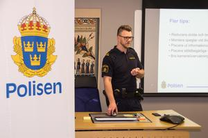 Kommunpolisen Thomas Nordström har haft flera träffar med butikspersonal i Avesta och informerat om bland annat vikten av ett brottsförebyggande arbete i butikerna.