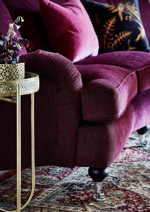 Oxford Delux 3-sits soffa svängd med fast klädsel, 17995 kronor på Mio.